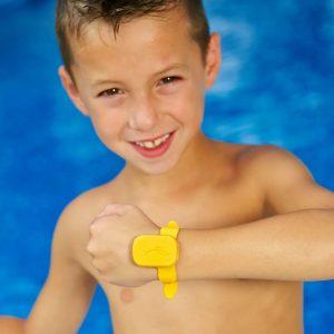 iSwimband-BOY_w_BRACELET